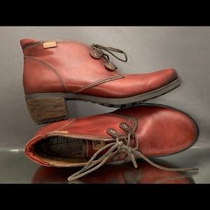 Pikolinos Le Mans soft leather booties in Oxblood